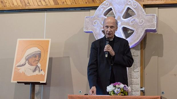 Mgr d'Ornellas pendant sa catéchèse