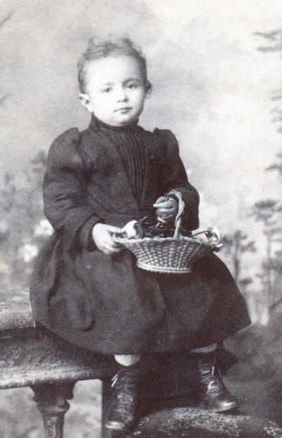 Portrait de Léontine enfant