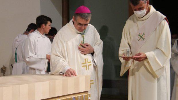Consécration autel ND Dinard
