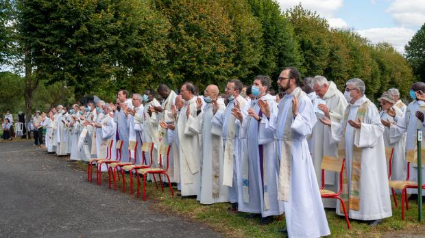 Les prêtres présents lors de la célébration