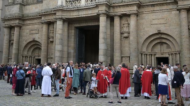Sur le parvis de la Cathédrale de Rennes