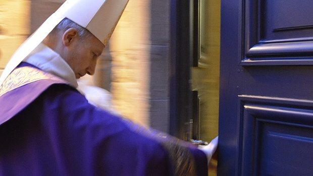 Mgr d'Ornellas Porte sainte