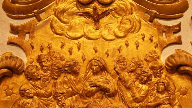 Pentecôte_Maître-autel à Andouillé Neuville