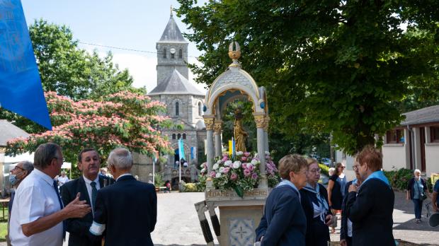 Chapelle et statue de ND de la Peinière